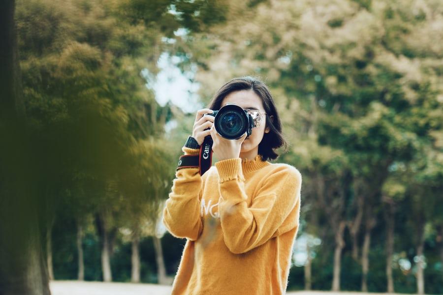 良い写真を撮る女性