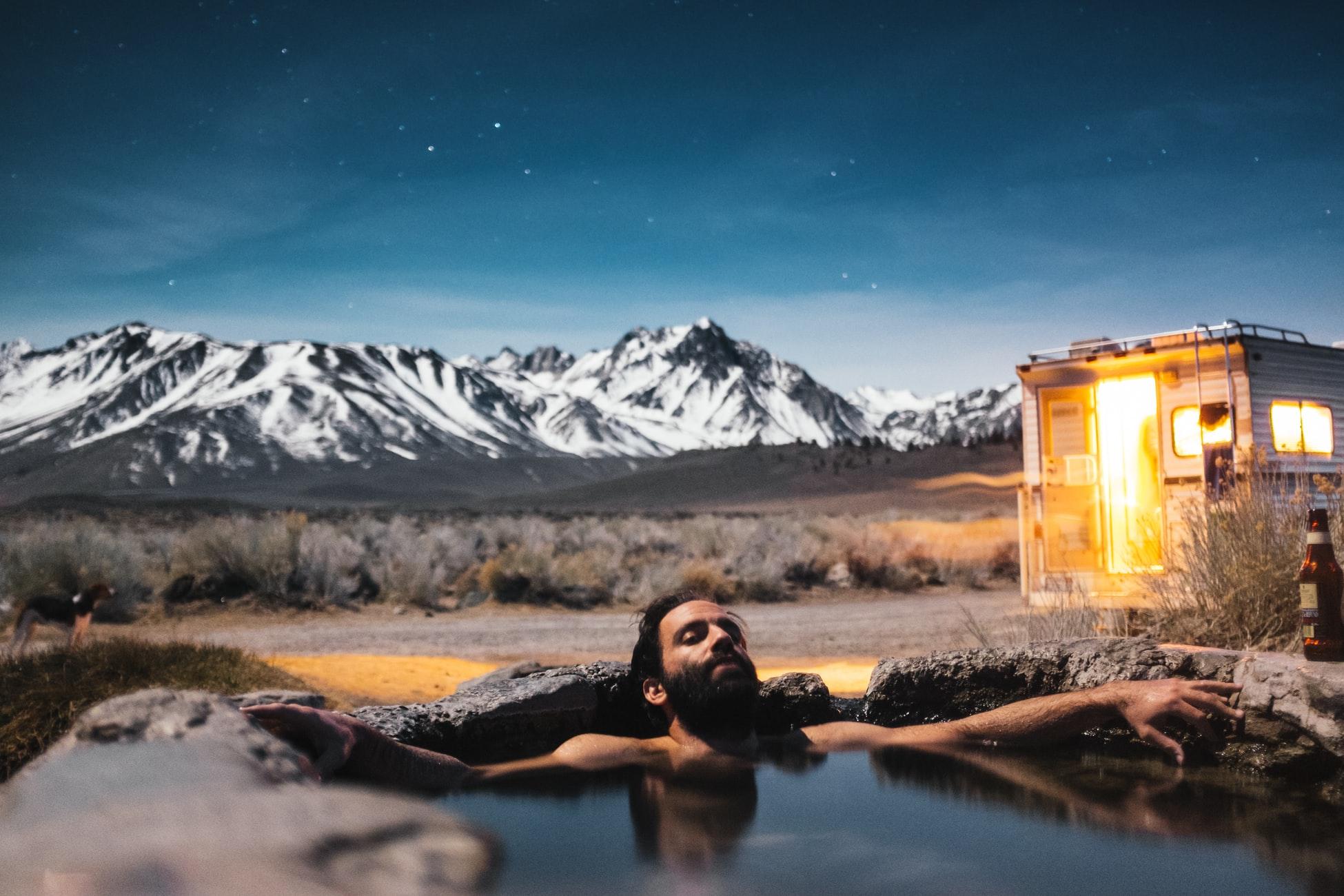 自然の中の優雅な温泉