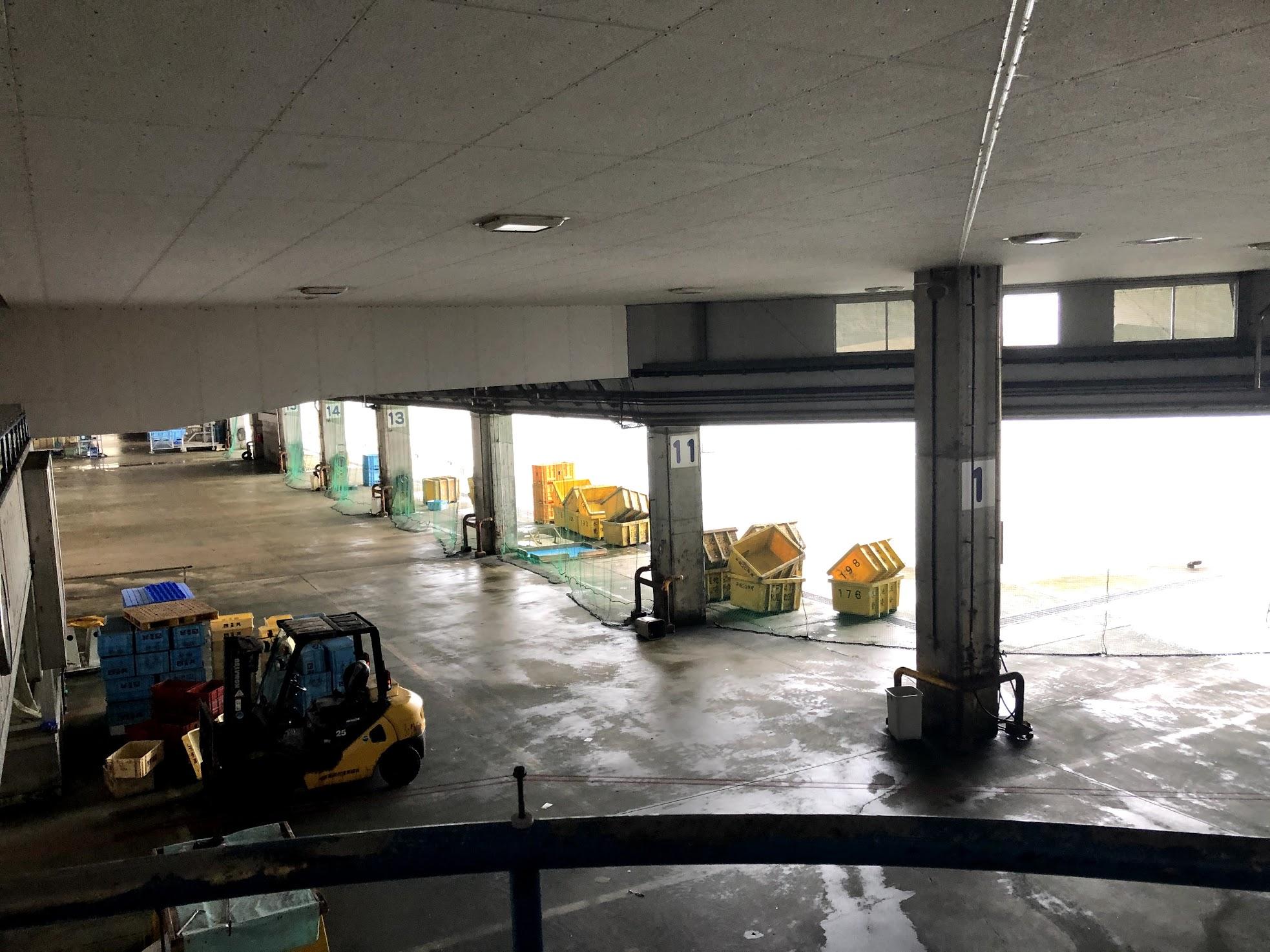 魚市場食堂から見た漁港