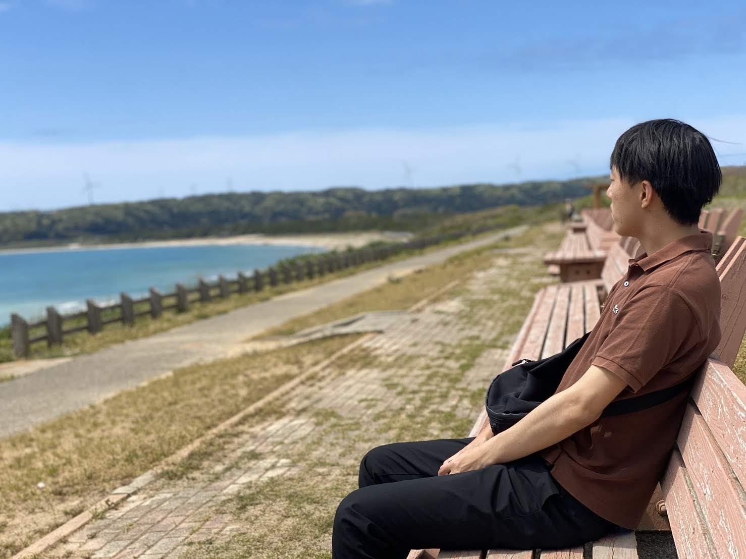 世界一長いベンチと人間