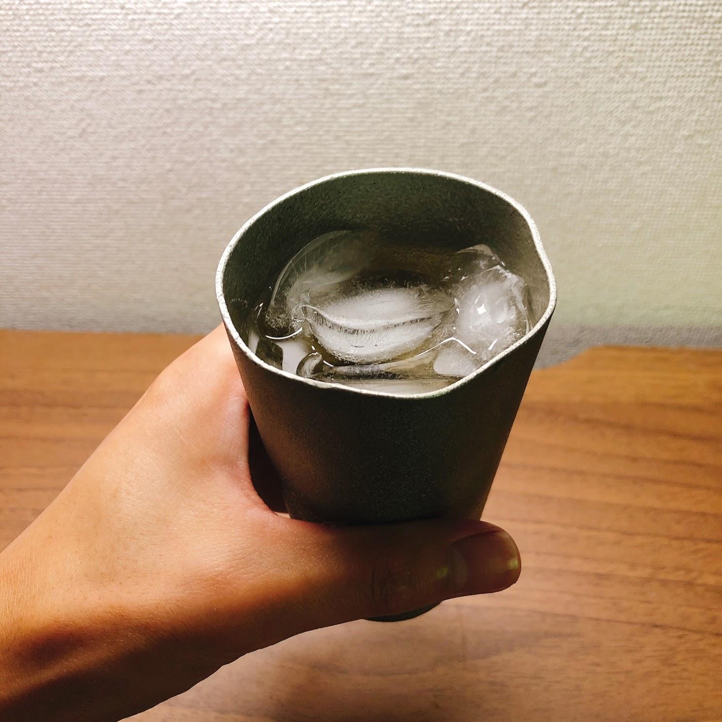 錫ビアカップを持ってみた